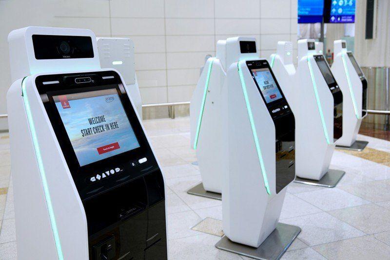 Emirates dispuso la instalación de kioskos de autoservicio en el aeropuerto de Dubái para impulsar el contactless.