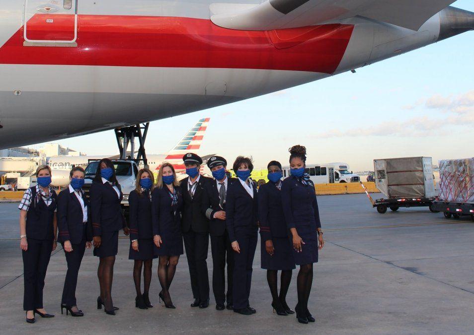 American Airlines conmemora el 8M con tripulación femenina