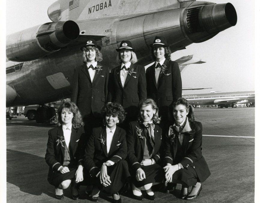 El primer vuelo de American Airlines operado por mujeres en 1986.