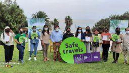Empresarios de Paracas con su sello Safe Travels.