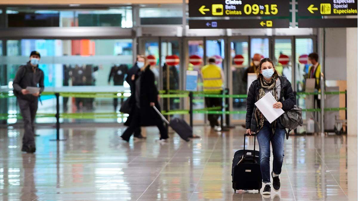 El Centro de Viajes de IATA especifica varios requerimientos para el ingreso de pasajeros a España.
