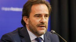 Desde Uruguay, Cardoso evalúa permitir el ingreso de turistas inmunizados.