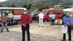 Manifestantes de transporte turístico durante protesta pacífica en Quito